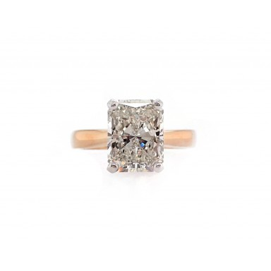 Radiant Cut Engagement Ring in Yellow Gold
